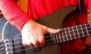 Как играть слэпом на бас гитаре