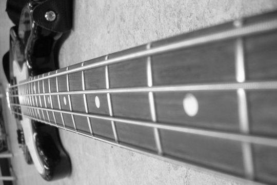 Как выбрать струны для бас гитары :